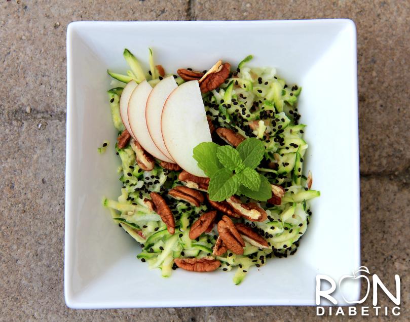 Салат из цукини и яблок