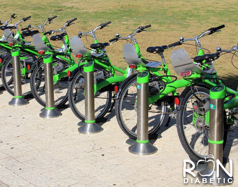 Можно взять в аренду велосипед и прокатиться по всему Старому порту