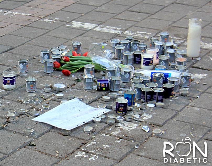 Свечи в память погибшим в теракте. Тель-Авив.