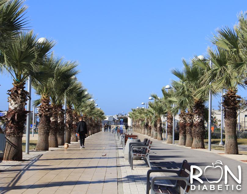 Старый порт. Тель-Авив. Красивая аллея-парк которая ведет к морю.