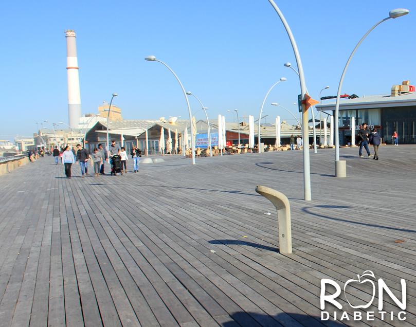 Широкая деревянная набережная.Старый порт. Тель-Авив