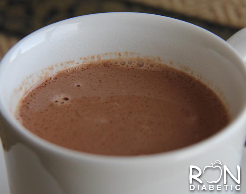 Домашнее горячее какао на миндальном молоке