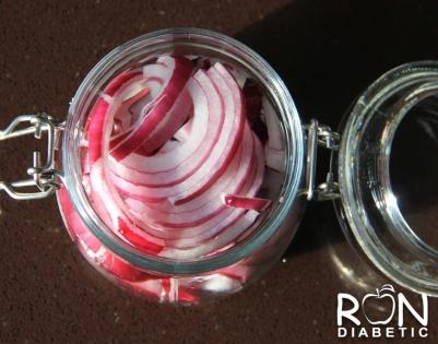 Ферментированный или маринованный красный лук - простой и быстрый способ